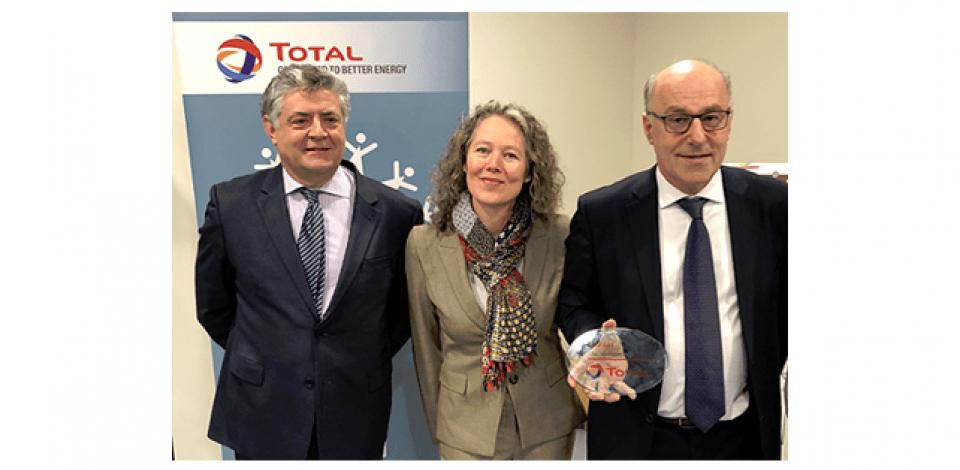 Remise du trophée lauréat Total Développement Région à Gilles DUAULT, Directeur Général de Kubli