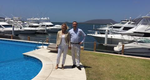 Les deux co-fondateurs de S2F Network, Séphanie de Bazelaire et son associé Stéphane Millot, devant leur nouveau projet au Mexique