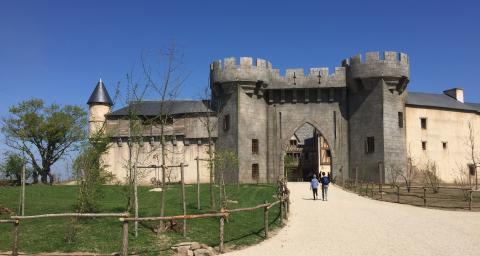 AAB redonne vie à l'Histoire. Le Puy du Fou asollicité son expertiseau cœur de son parc et de ses spectacles.