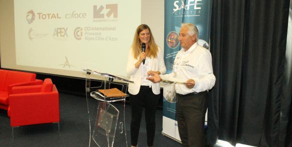 Céline Braconnier, déléguée à l'international chez TDR, avec Jean Benoit, DG de VSM.