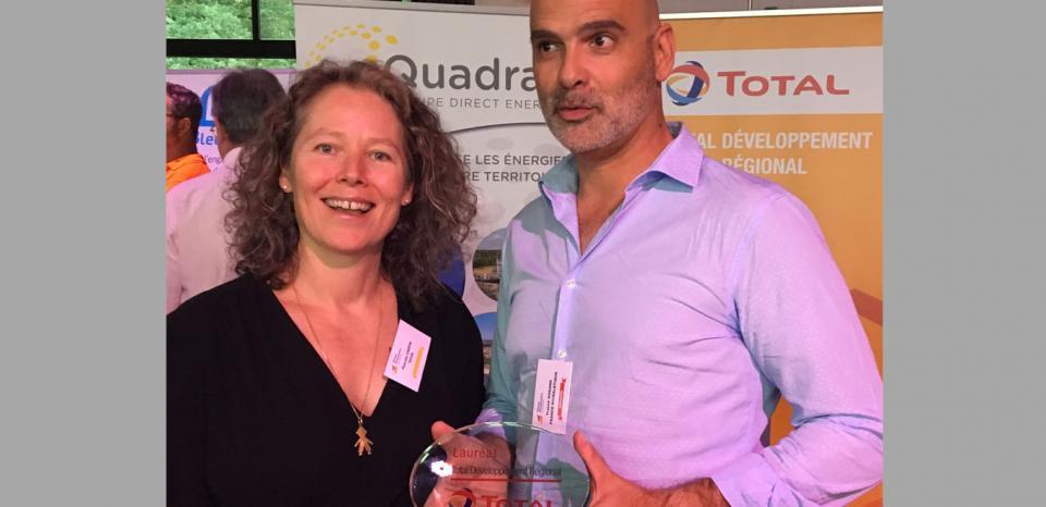 Remise de trophée à Mr. Dugand, repreneur et président de la société France SIGNALETIQUE, lauréat Réseau Entreprendre et membre d'avenir.